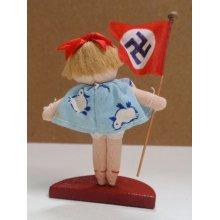 他の写真2: 小さな人形 ナチス・ドイツの旗を持つ少女 日独伊三国同盟